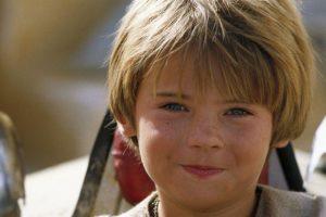 """Era un dinámico piloto de carreras al que adopta como pupilo el Jedi """"Qui Gon-Jinn"""". Foto:vía 20th Century Fox. Imagen Por:"""