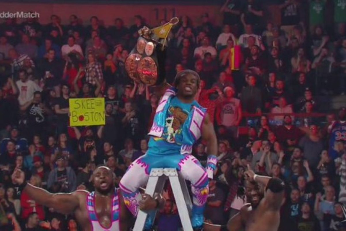 Al final, Kofi Kingston dio el título a The New Day Foto: WWE. Imagen Por:
