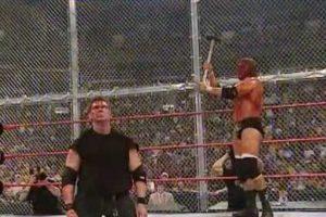Una pelea llena de odio en la que basta ver las imágenes para notar que no se guardaron nada de castigo Foto:WWE. Imagen Por:
