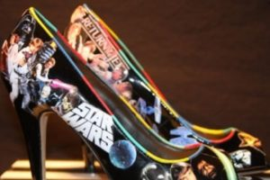 Asimismo, en Etsy también se encuentran zapatos. Foto:vía Etsy. Imagen Por: