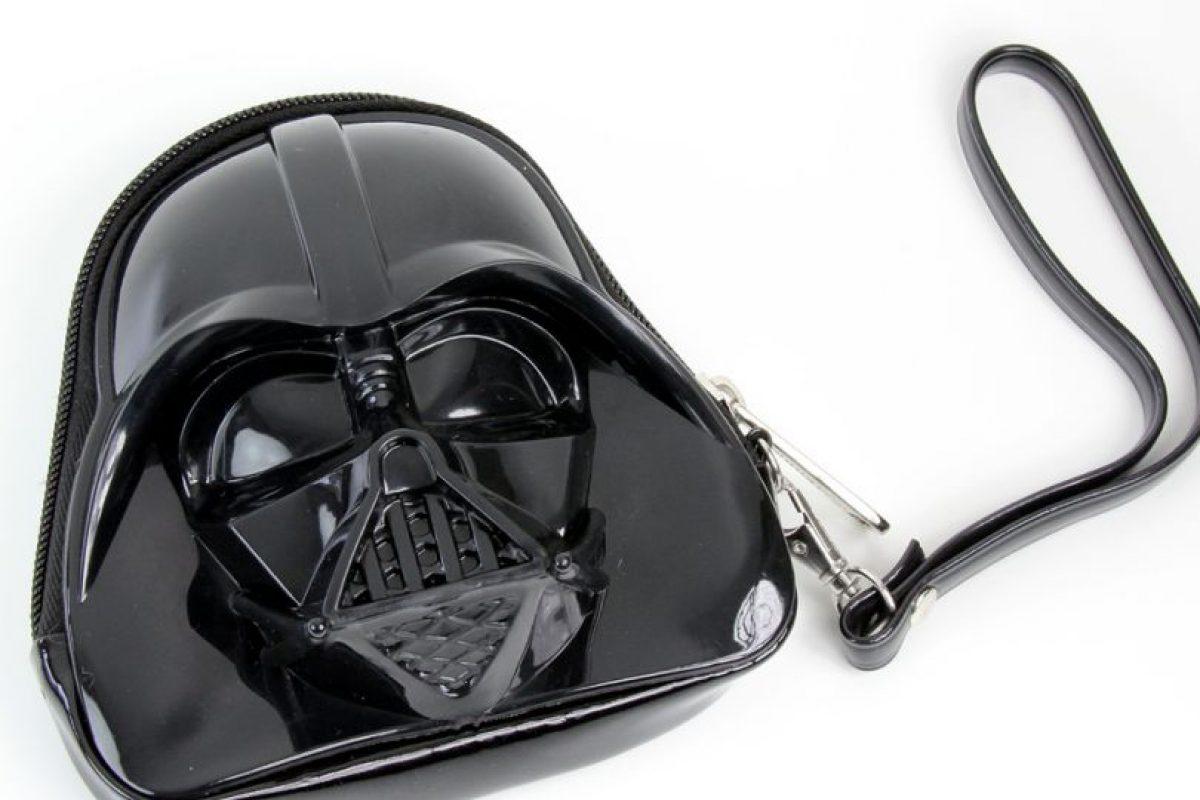 Torrid sacó un clutch de Darth Vader, entre otros personajes. Foto:vía Torrid. Imagen Por: