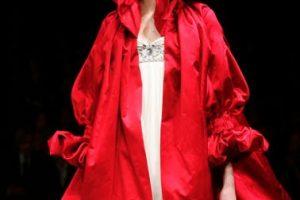 Alexander McQueen inspiró una de sus colecciones en el vestuario de esta reina. Foto:vía Getty Images. Imagen Por: