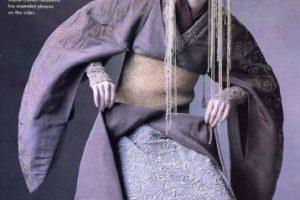 """Los vestidos de la reina Amidala, inspirados en los atuendos imperiales de China y Mongolia, se pueden apreciar con más detalle en el libro """"Star Wars Fashion"""". Foto:vía Star Wars Fashion. Imagen Por:"""