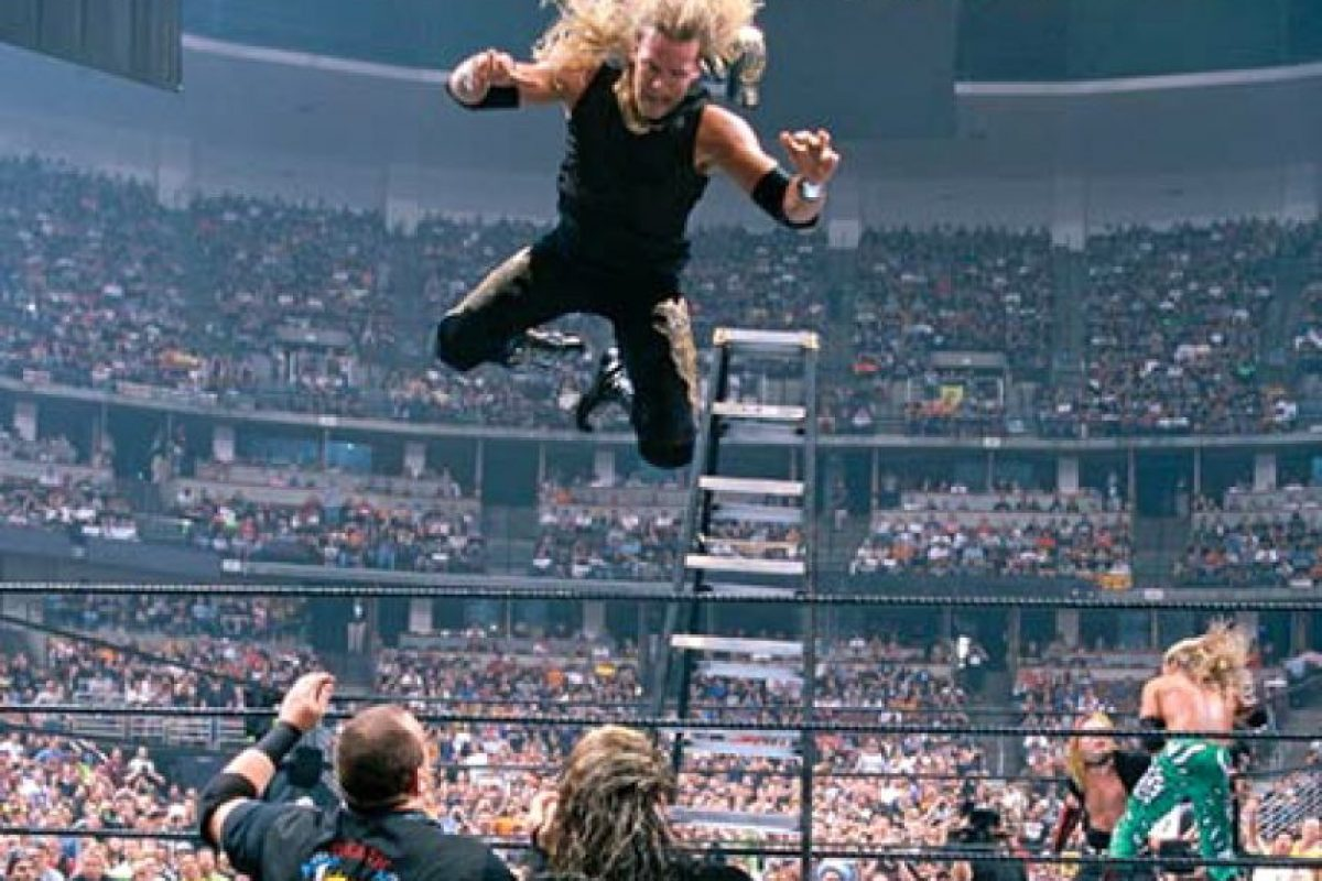 The Hardy Boyz vs Edge y Christian, en Wrestlemania XVII Foto: WWE. Imagen Por: