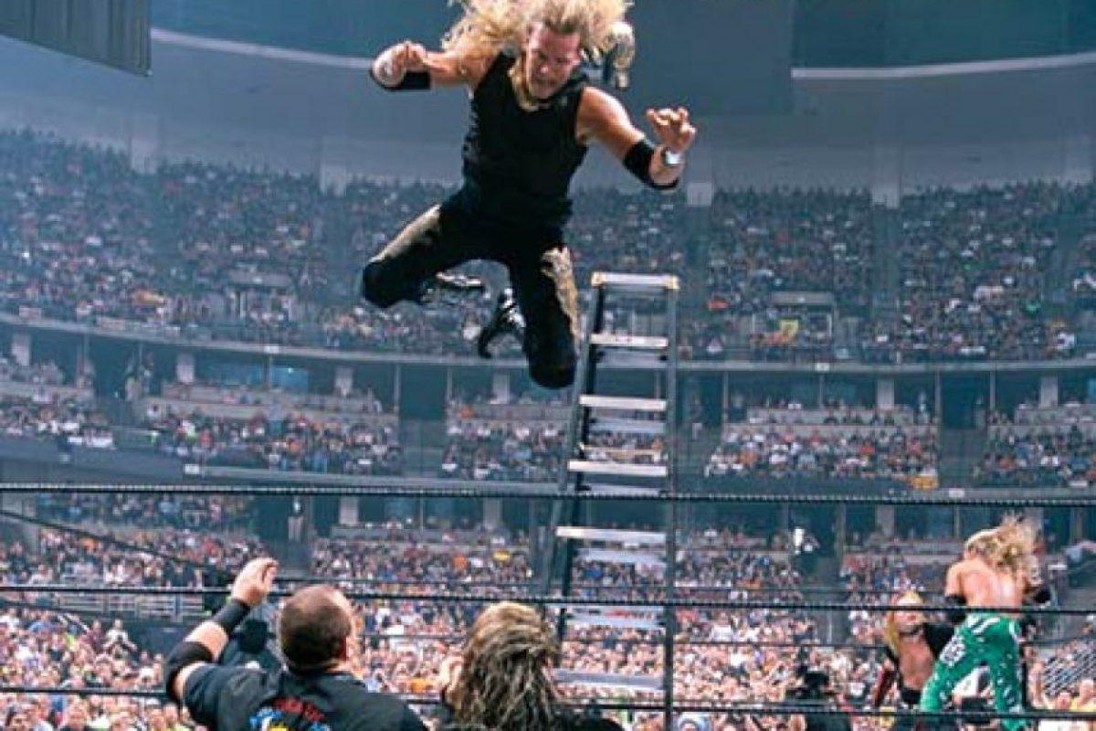 The Hardy Boyz vs Edge y Christian, en Wrestlemania XVII Foto:WWE. Imagen Por: