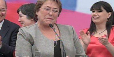 Presidenta Bachelet protagoniza chascarro en pleno discurso