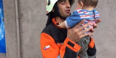El tierno gesto de bombero con niño accidentado que se volvió viral