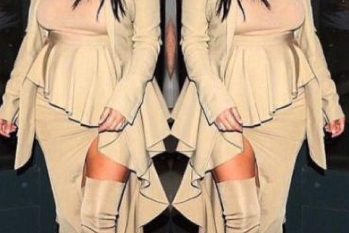 Y en los siguientes días comenzó a lucir prendas que disimularan su vientre Foto:Instagram/kimkardashian. Imagen Por: