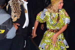 """Beyoncé y su familia rindieron homenaje a los protagonistas de la cinta """"Coming to America"""" de Eddie Murphy con estos atuendos. Foto:The Grosby Group. Imagen Por:"""