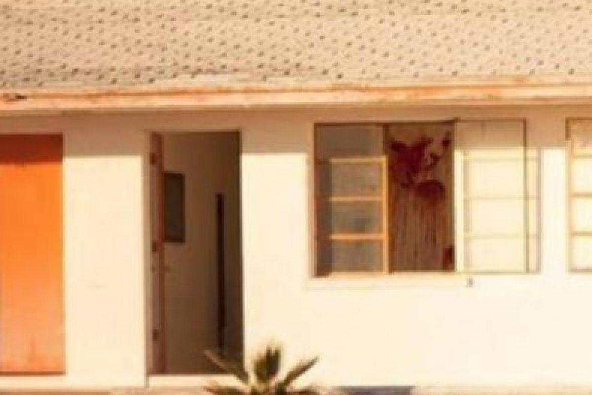 A primera vista parece un simple motel olvidado, pero al mirar detalladamente podrán observar algo muy extraño. Foto:Vía Reddit. Imagen Por:
