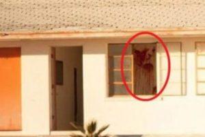 """Dentro de una de las habitaciones se aprecia una mancha roja. Al respecto, el fotógrafo y también usuario de Reddit que subió dicha foto, """"BDeans75"""", mencionó: """"Tengo que regresar al lugar y ver si esa mancha es sangre real"""". Foto:Vía Reddit. Imagen Por:"""
