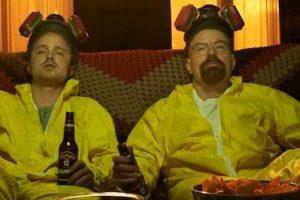 Esto lo hace junto con Jesse Pinkman, un antiguo alumno suyo. Foto:Vía AMC. Imagen Por: