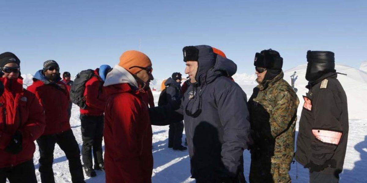 ¿Qué hacían 17 científicos chilenos y 4 extranjeros en la Antártica?