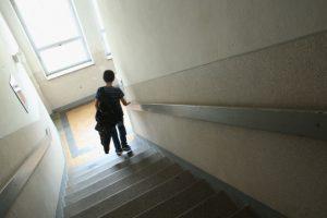 De acuerdo con datos de Centros para el Control y la Prevención de Enfermedades de los Estados Unidos (CDC, por sus siglas en inglés), el bullying o acoso escolar provoca la muerte de 4 mil 400 personas al año, en promedio. Foto:Getty Images. Imagen Por: