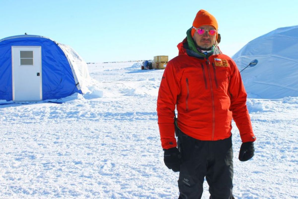 Jorge Gallardo, doctor en ciencias biológicas y coordinador científico del Instituto Antártico Chileno (Inach) en el Glaciar Unión Foto:Jaime Liencura / Publimetro. Imagen Por: