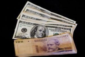 Macri cumplió una de sus principales promesas de campaña: eliminar el cepo al dólar Foto:AP. Imagen Por: