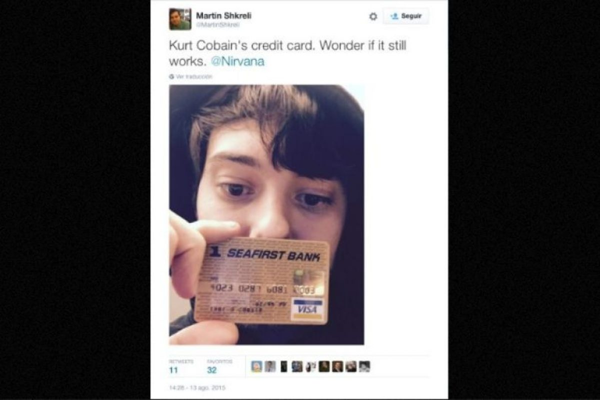 """La tarjeta de crédito de Kurt Cobain. Me pregunto si aún funcionará"", explicó mostrando el objeto Foto:Twitter.com – Archivo. Imagen Por:"