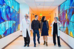 Visitaron el hospital donde nacería Max. Foto:facebook.com/zuck. Imagen Por: