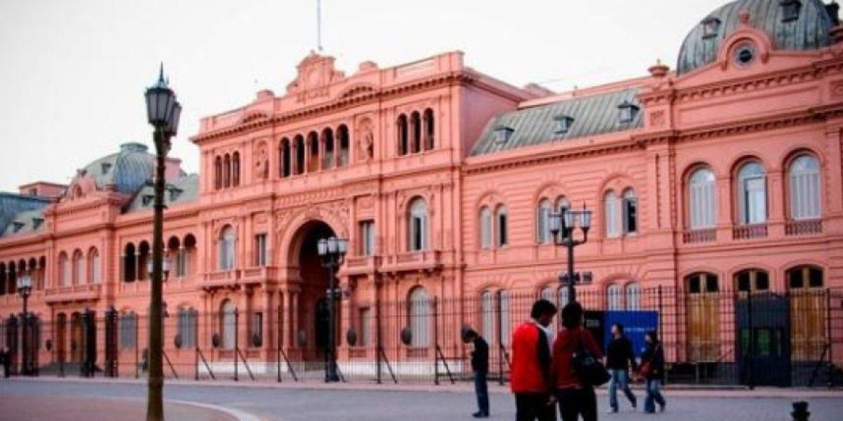 Macri encuentra la Casa Rosada vacía, sin agua caliente y con multas