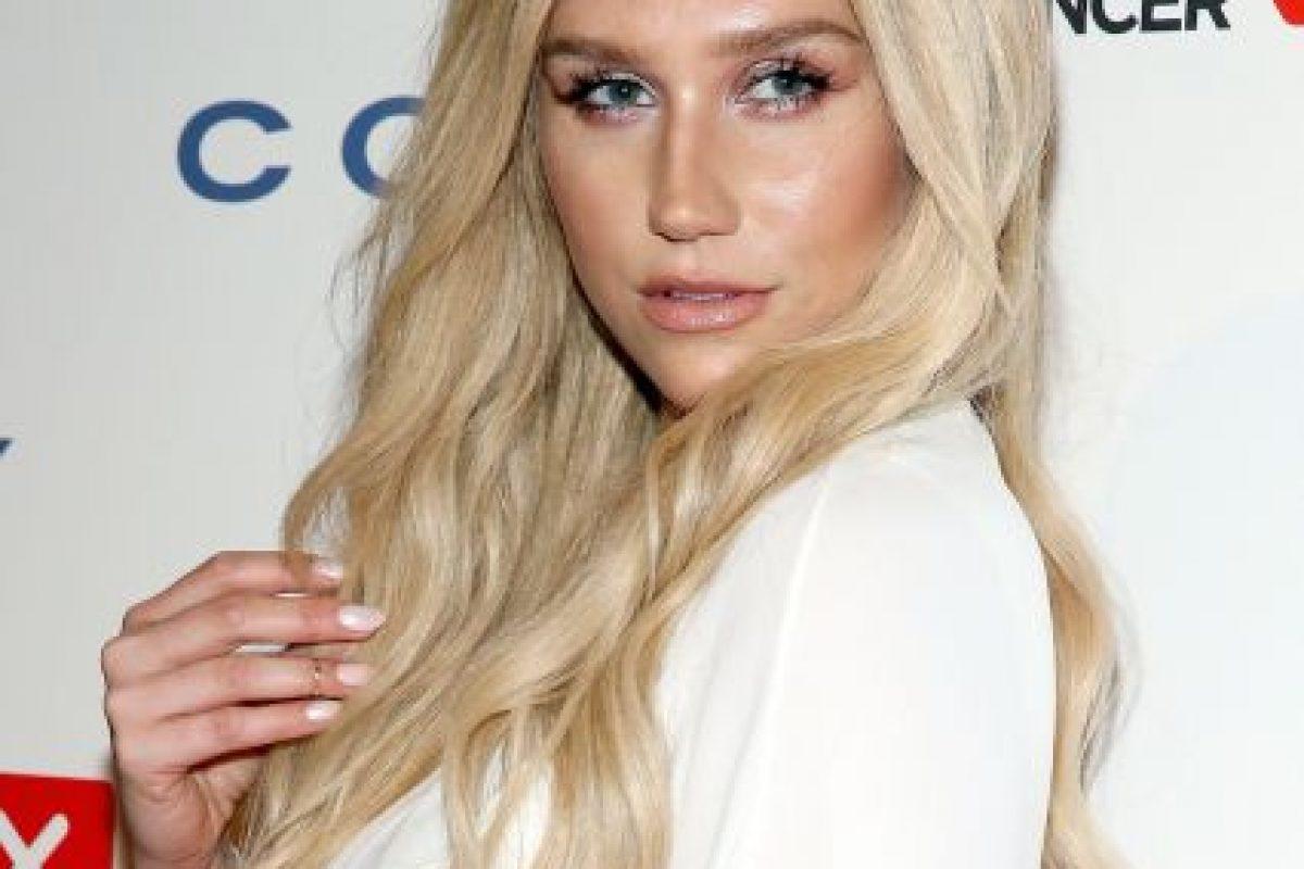 Kesha se dejó ver en el aeropuerto de Los Ángeles con un evidente aumento de labios. Foto:Getty Images. Imagen Por: