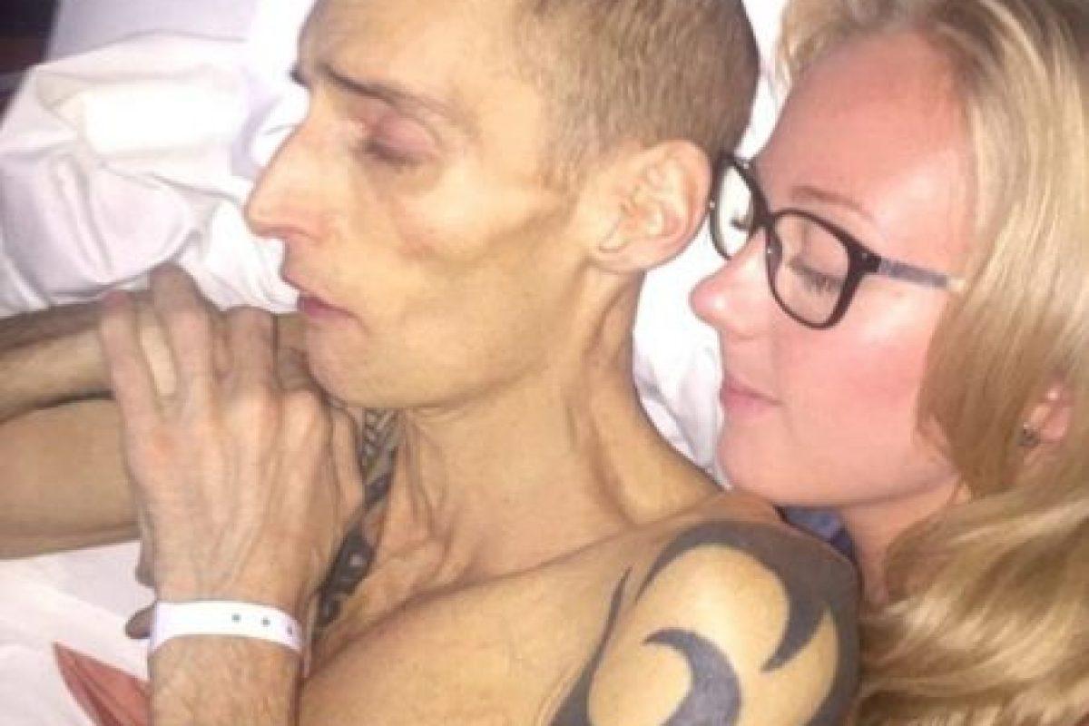 Él siguió luchando contra esta enfermedad, sin embargo, el tipo de cáncer que tenía era muy agresivo. Foto:Vía Facebook/Dean.wharmbypt. Imagen Por: