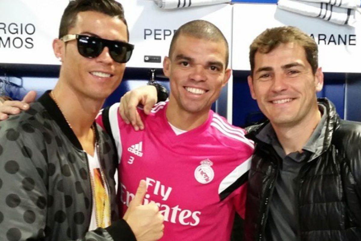Con sus amigos Cristiano Ronaldo y Pepe. Foto:Vía instagram.com/ikercasillasoficial. Imagen Por: