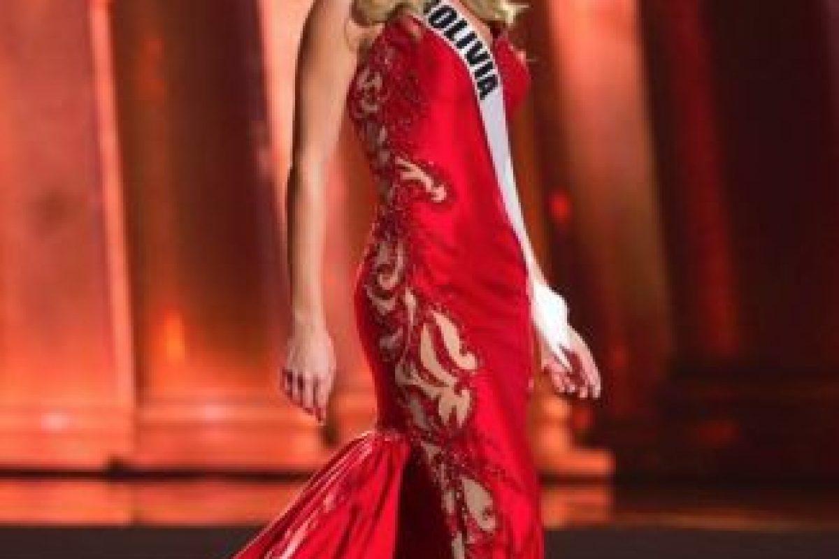 En trajes de gala, hay trabajos artesanales arruinados con telas sobrantes. Foto:vía Facebook/Miss Universe. Imagen Por: