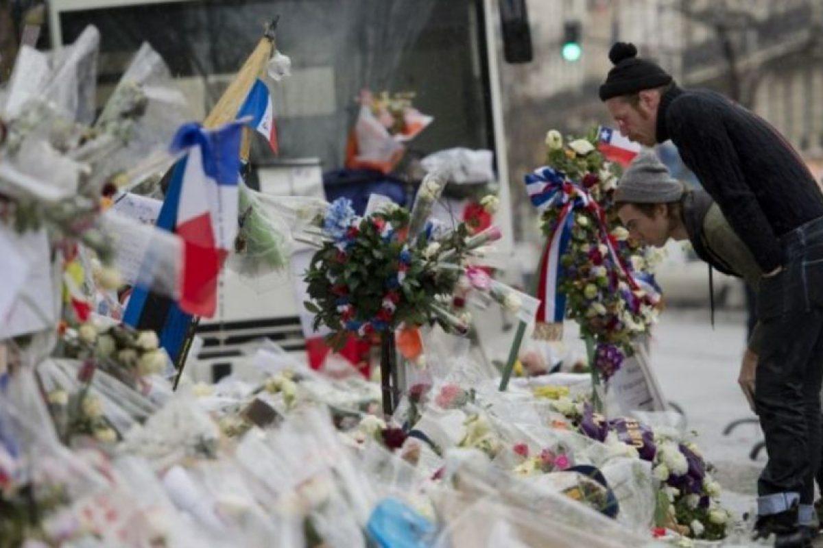 La banda visitó el lugar luego de que se presentara en París junto a la banda U2. Foto:AFP. Imagen Por:
