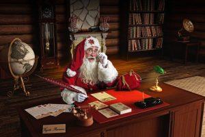 También trabaja: lee cartas y se dedica a administrar los regalos que le llegan a su oficina Foto:Captura Facebook. Imagen Por: