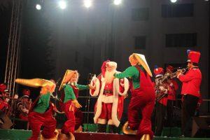También le gusta bailar con sus duendes Foto:Captura Facebook. Imagen Por: