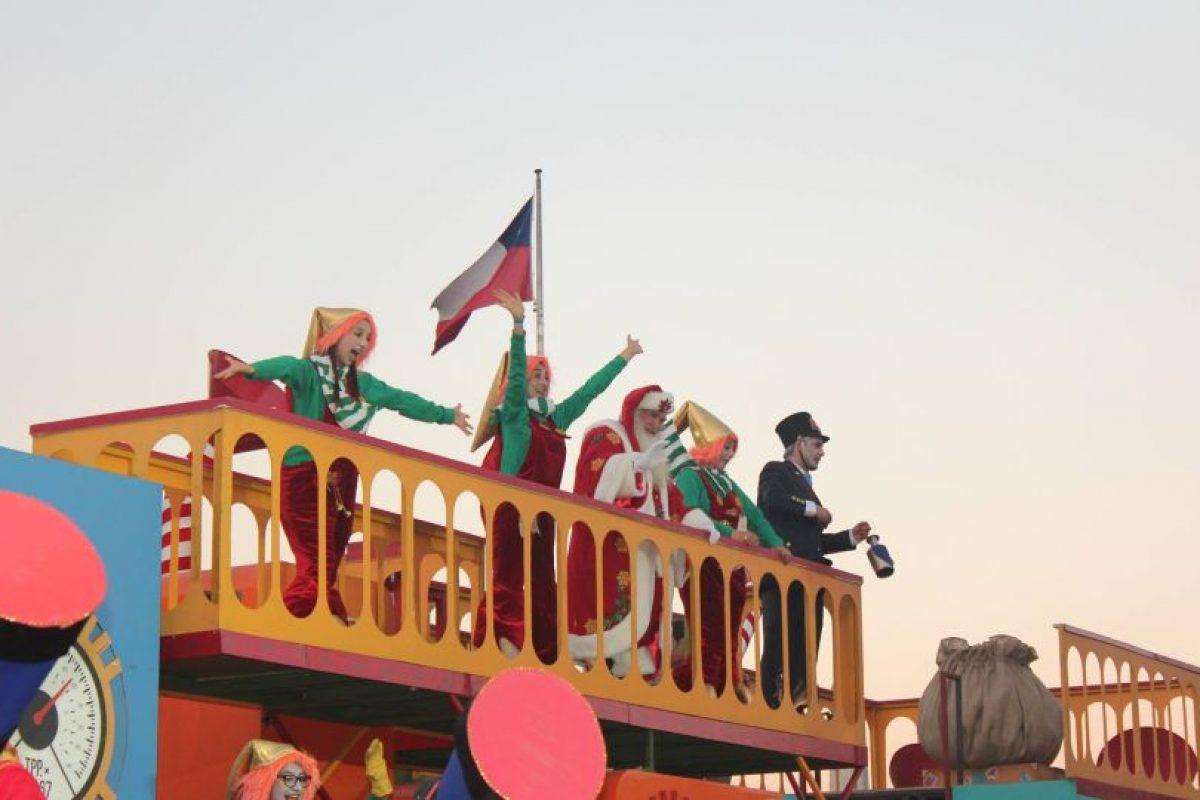 Al Viejito Pascuero le gusta la bandera chilena Foto:Captura Facebook. Imagen Por: