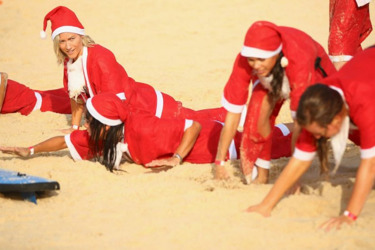 Demostrando un espíritu muy navideño. Foto:Getty Images. Imagen Por: