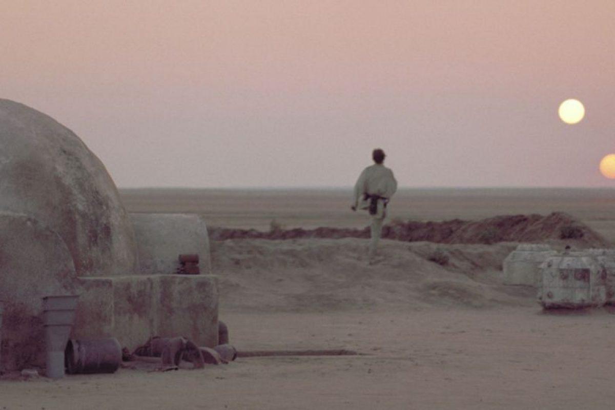Tatooine, el planeta con dos soles en Star Wars. Foto:Universal Studios. Imagen Por: