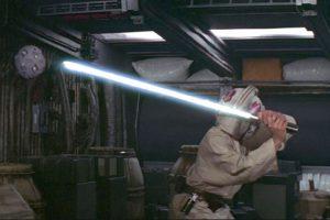 Así aprendió Luke Skywalker a manejar su láser Foto:Universal Studios. Imagen Por: