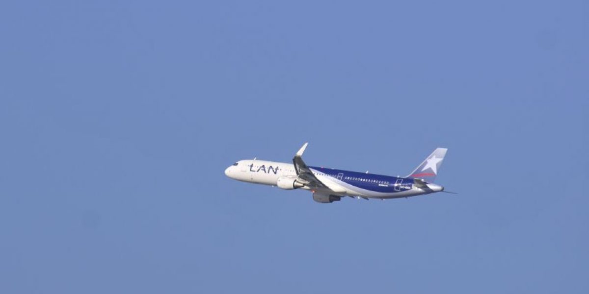 Gobierno anuncia puente aéreo para Isla de Pascua y Balmaceda tras paro del DGAC