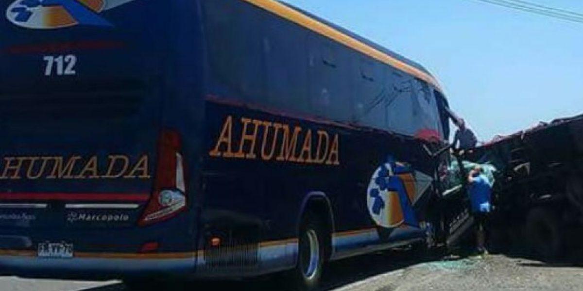Auxiliar de bus murió en choque con camión en cercanía de Til Til