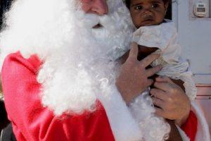 Santa Claus es un hombre que lleva regalos a niños de todo el mundo. en Navidad. Foto:Getty Images. Imagen Por:
