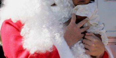 Niña confunde a un hombre con Santa Claus y conmueve a internet