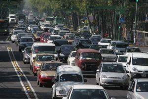 2. En Cataluña, España, un abogado fue multado en el año 2003 por rascarse una oreja mientras conducía. Foto:Wikicommons. Imagen Por: