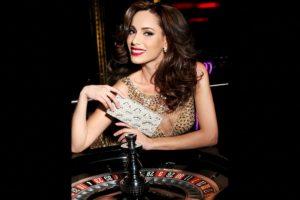 Paola Nunez es Miss Canadá Foto:Facebook.com/MissUniverse. Imagen Por: