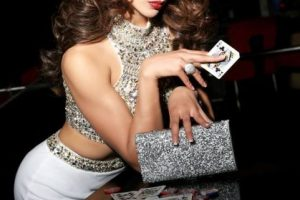 Urvashi Rautela es Miss India Foto:vía facebook.com/MissUniverse. Imagen Por: