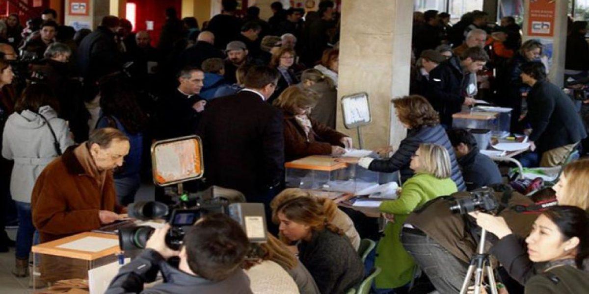 Más de la mitad de los españoles votaron en reñidas elecciones generales