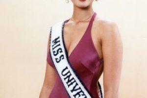 Toda la historia de las Miss Universo con cirugías estéticas comenzó con ella. Osmel Sousa, presidente de la Organización Miss Venezuela, destacó como único defecto su nariz grande y sobresaliente en su rostro cuando la coronó. Foto:Miss Universe. Imagen Por:
