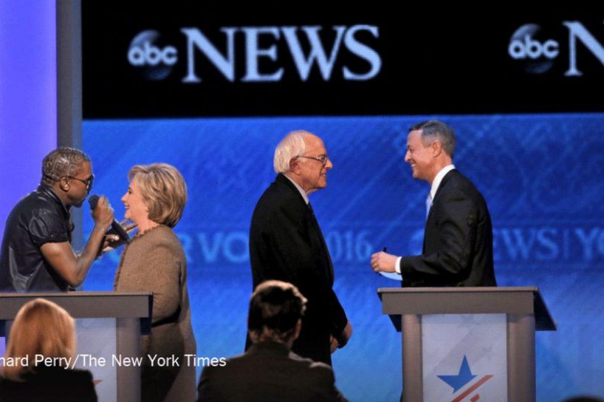 Se rieron de la imagen de Hillary hablando sola Foto:Imgur / Reddit. Imagen Por: