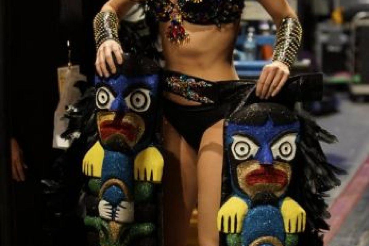 Los tótems son lo menos funcional y estorboso que se ha visto en un vestido. Foto:vía Facebook/Miss Universe. Imagen Por: