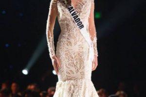 El corte sirena de este vestido no es sutil. Es burdo. Foto:vía Facebook/Miss Universe. Imagen Por: