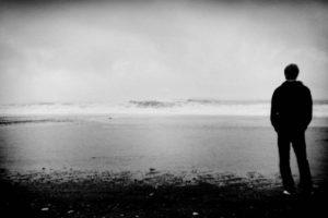 Para muchas personas el cierre de año implica la realización de balances que suelen ser crueles – y, generalmente, innecesarios–. También es normal que se acentúen los vacíos, producto de la muerte o separación de nuestras personas queridas.. Imagen Por: