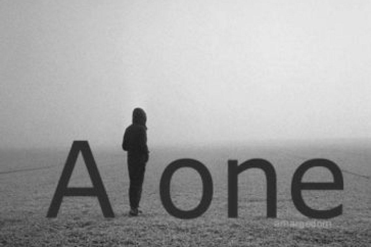 Trata de evitar caer en la melancolía. La nostalgia nos trae recuerdos amables de quienes nos han acompañado en un tramo de la vida. La melancolía, por el contrario, refuerza la tristeza y la desolación. Elige atesorar los buenos momentos.. Imagen Por: