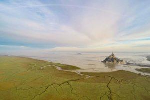 Mont Saint Michel, en Normandía, Francia Foto:Vía Dronestagr.am. Imagen Por: