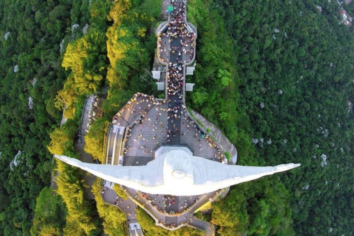 Cristo Redentor desde arriba, en Río de Janeiro, Brasil Foto:Vía Dronestagr.am. Imagen Por: